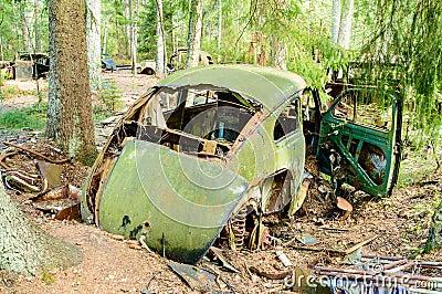 Stary samochodowy cmentarz