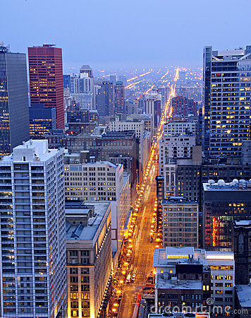 Free State Street In Downtown Chicago At Night Royalty Free Stock Photo - 5021895