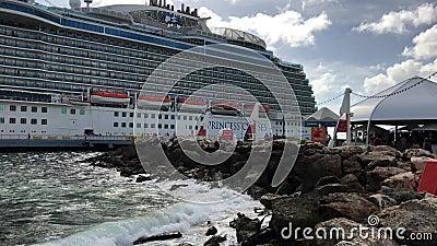 Statek wycieczkowy w Karaibskim porcie zbiory