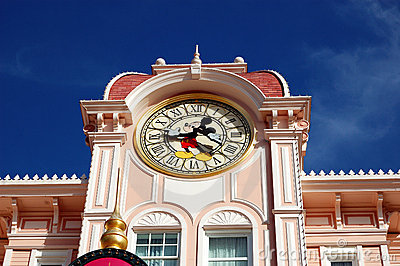 Stationnement de Disneyland Paris, tour d horloge de souris de Mickey Photo stock éditorial