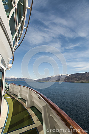 Statku widok zbliża się Akureyri