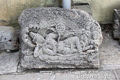 Le montagne da scavalcare durante il Cammino. Statua-scavata-di-dio-vishnu-36195988