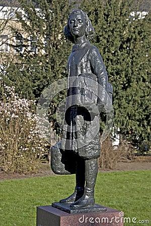 Statue of Anne Frank to Merwedplein