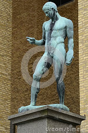Statue of athlete