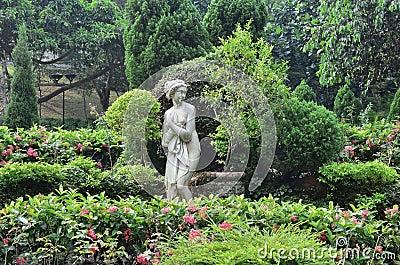 Statue classiche del giardino di immagine una bambina - Statue giardino ...