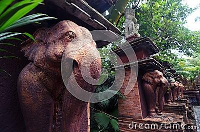 Statue di pietra dell 39 elefante di colore bronzeo in un - Elefante foglio di colore dell elefante ...