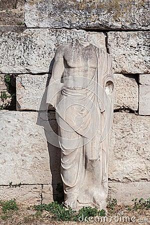 Statue en agora romaine Athènes