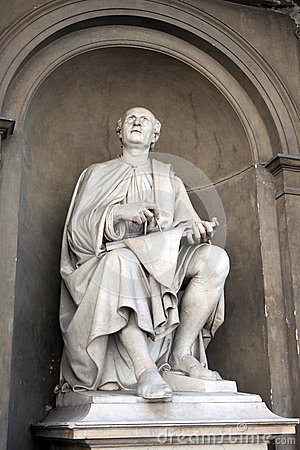 Statue of Filippo Brunelleschi by Luigi Pampaloni.