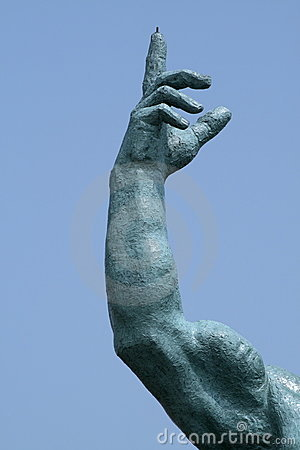 Statue finger pointing