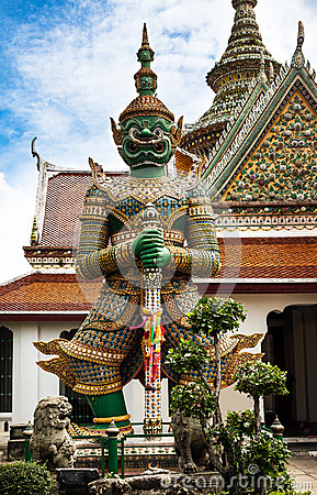 Free Statue Of Demon (Giant, Titan) At Wat Arun, Landmark And No. 1 Tourist Attractions In Thailand. Stock Photography - 32373822
