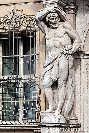 Free Statue Of Hercules At The Palazzo Vescovile Stock Photo - 73303180