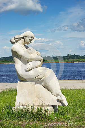 Free Statue Of Mother And Baby Stock Photography - 94869662