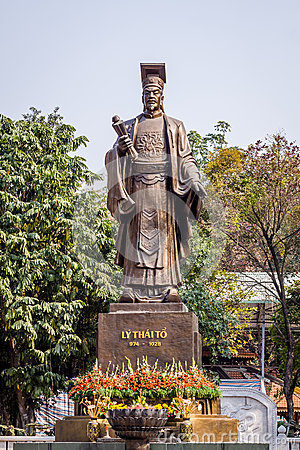 Free Statue Of Old King Stock Image - 36806871