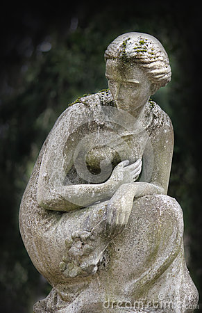 Free Statue Of Women On Tomb Stock Photos - 51965123