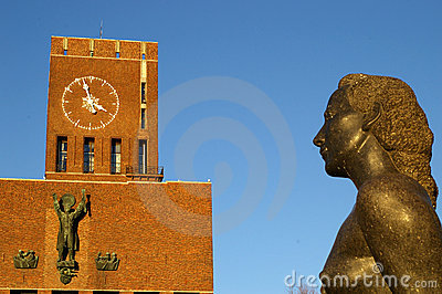 Statue at Oslo City Hall