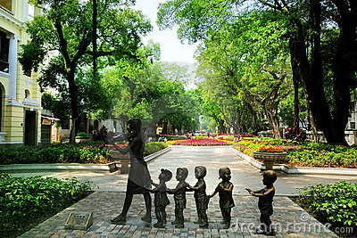 The Statue & pedestrian avenues in Shamian