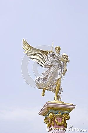 Statue roman angle