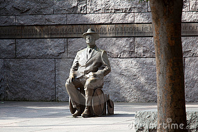 Statue of Roosevelt in wheelchair