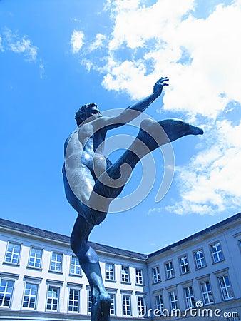 Statue runner 02