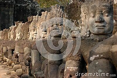 Status on the bridge to Angkor Thom