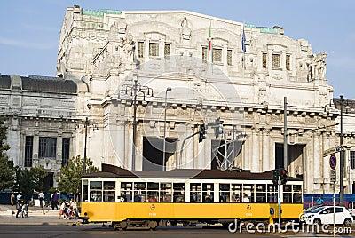 Stazione ferroviaria centrale a Milano Immagine Editoriale