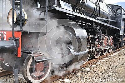 Steam train on railroad treno a vapore