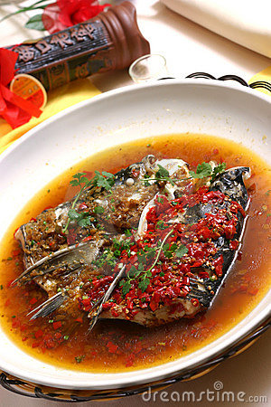 Steamed fish head with chopped pepper