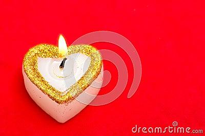 Stearinljus som hjärta med fritt avstånd