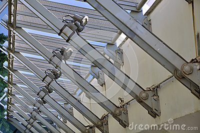 Steel structure construction in regular
