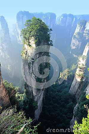 Free Steep Stone Mountain At Zhangjiajie Royalty Free Stock Photo - 34638345
