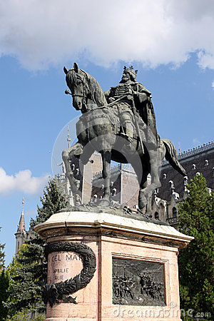 Free Stefan S Statue In Iasi Royalty Free Stock Images - 33148869
