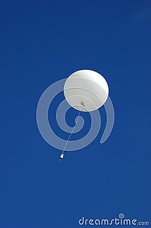 Steigender Wetterballon