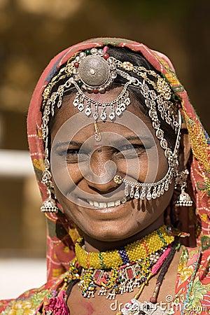 Ståendeindierkvinna Redaktionell Arkivfoto