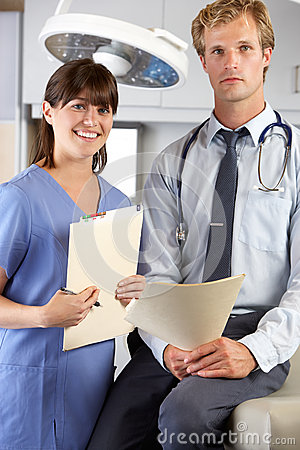 Ståenden av manipulerar och vårdar i doktors Kontor