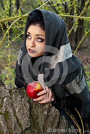 Stepmother casts a spell over the apple