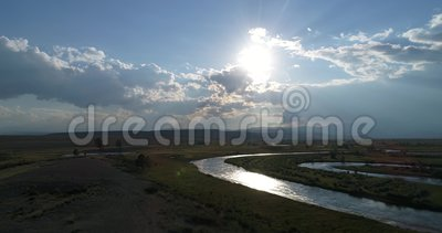 Steppa al tramonto, colpo di Kurai sul fuco, Altai, Russia stock footage