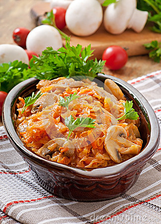 Free Stewed Cabbage With Mushrooms Royalty Free Stock Photos - 46498628