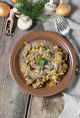 Free Stewed Cabbage With Mushrooms And Carrot Stock Images - 44096974