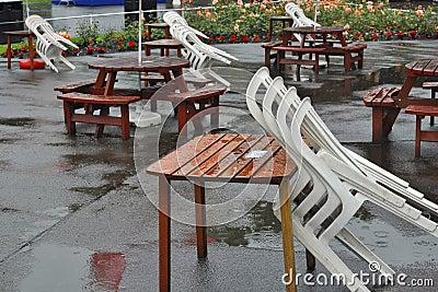 Stühle, Tabellen in den Prinzen Street Gardens Edinburgh