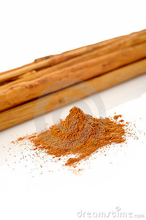 Sticks and powder of cinnamon