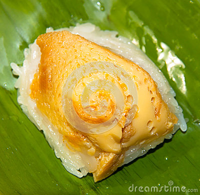 Sticky rice with steamed custard
