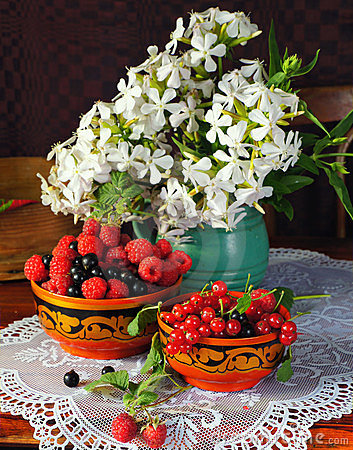 Still life with berry andflowers