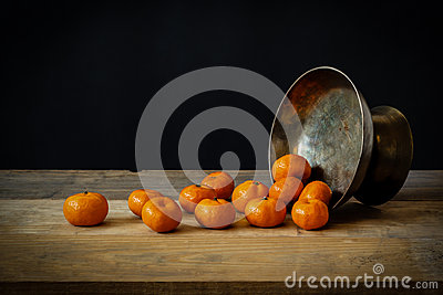 Still life with ripe oranges