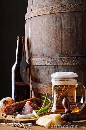 Free Still Life With Beer And Food Royalty Free Stock Images - 22804609
