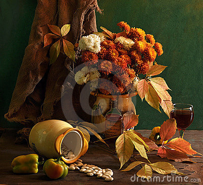 Free Still Life With Chrysanthemums And Wine Stock Photography - 15330962