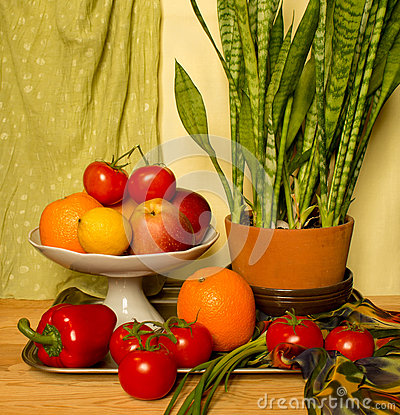 Free Still Life With Flower And Fruits Stock Photos - 87280273