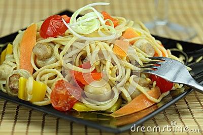 Stir-fry noodles with vegetables.