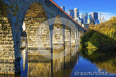 Stone arch bridge, minneapolis skyline