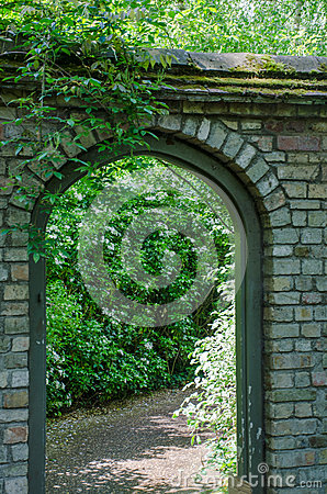 Free Stone Arched Gate To Garden Royalty Free Stock Photos - 92701428