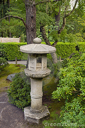 Free Stone Lantern At Japanese Garden 3 Royalty Free Stock Photography - 16390307